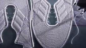 机器人编织运动跑鞋——阿迪达斯SpeedFactory工厂