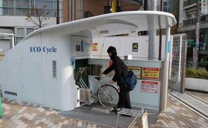 商场货物的紧凑排架法,每根圆柱可容纳多达204辆自行车,从其剖面图看